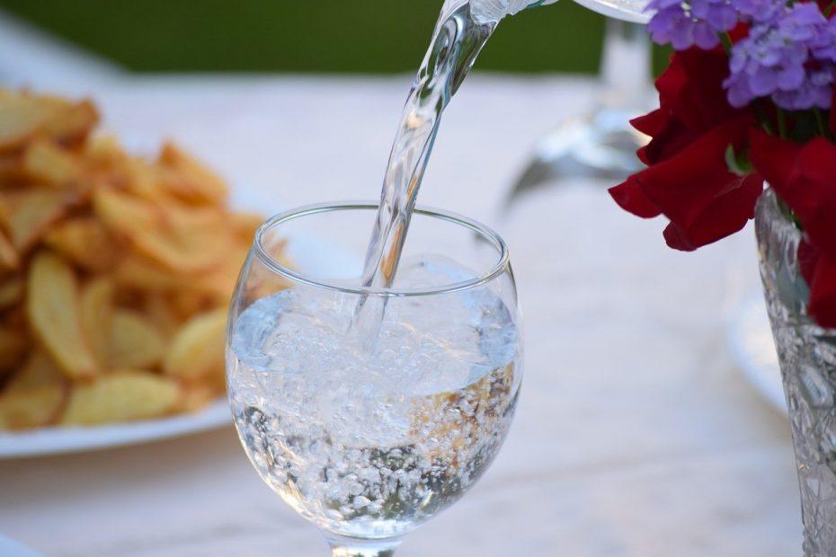 verre d'eau de boisson